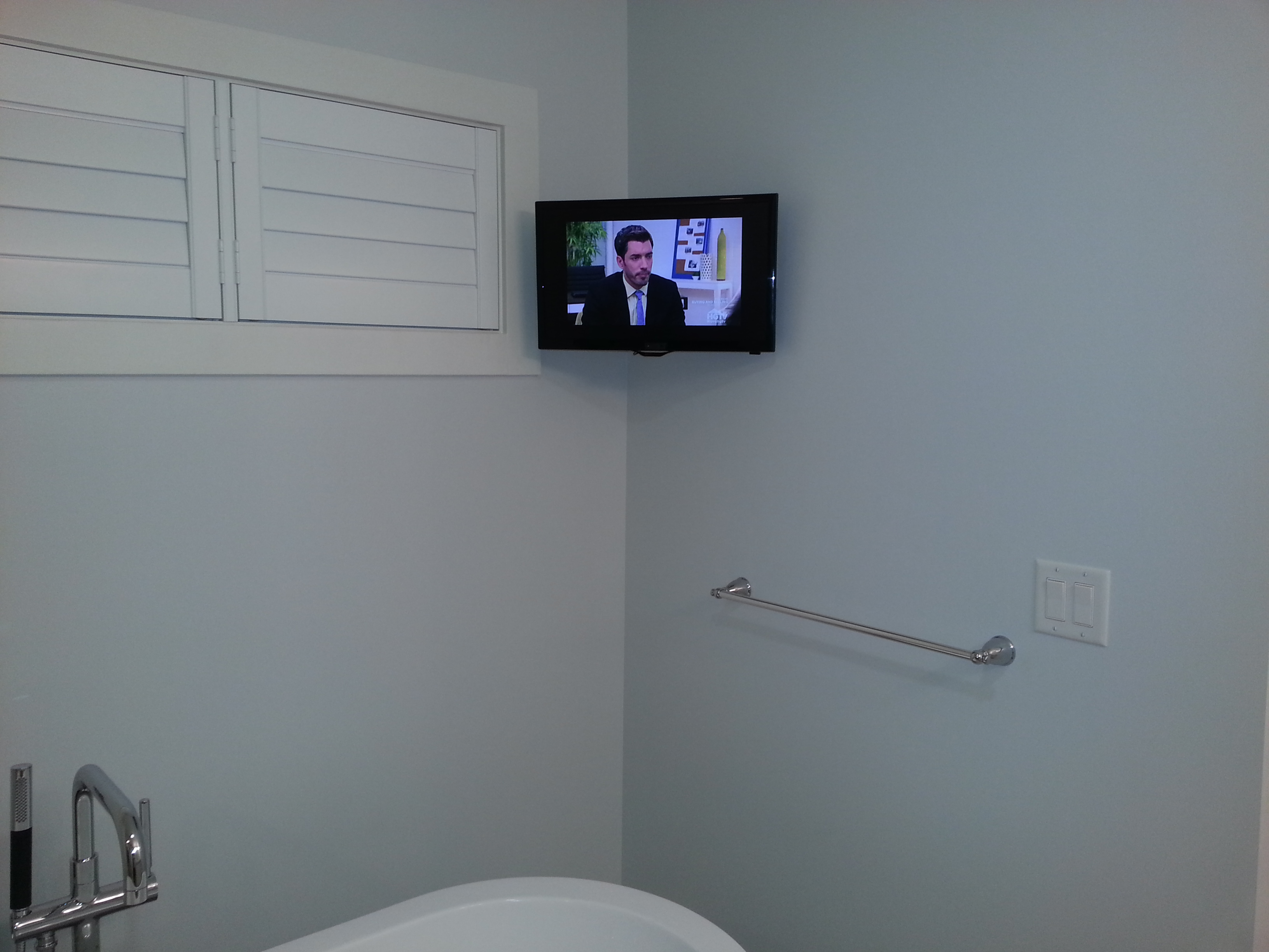 Small tv in bathroom